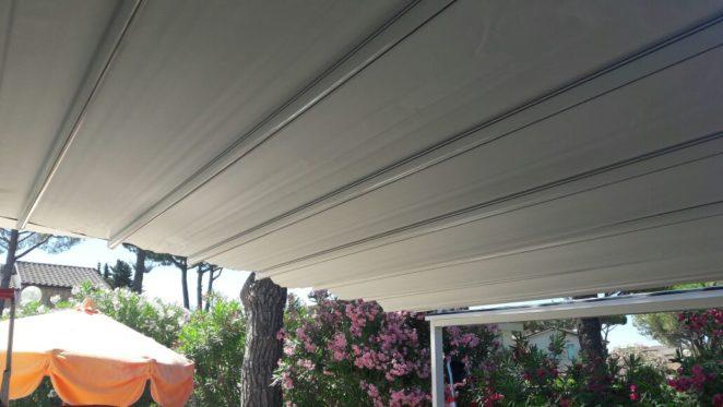 pergola di 16 metri quadri per copertura cortile interno appartamento al mare