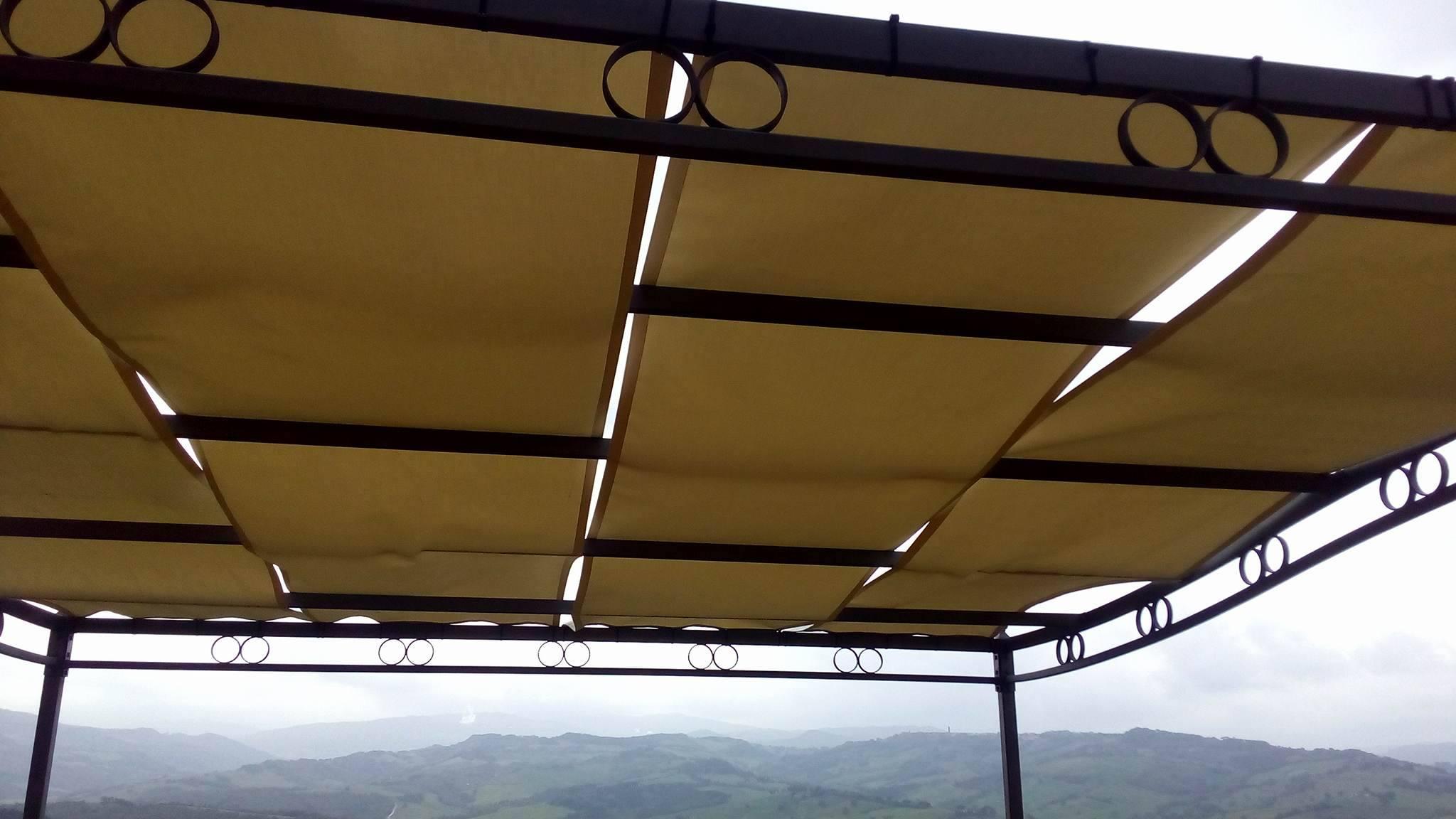 realizzazione teli in acrilico e montaggio su gazebo