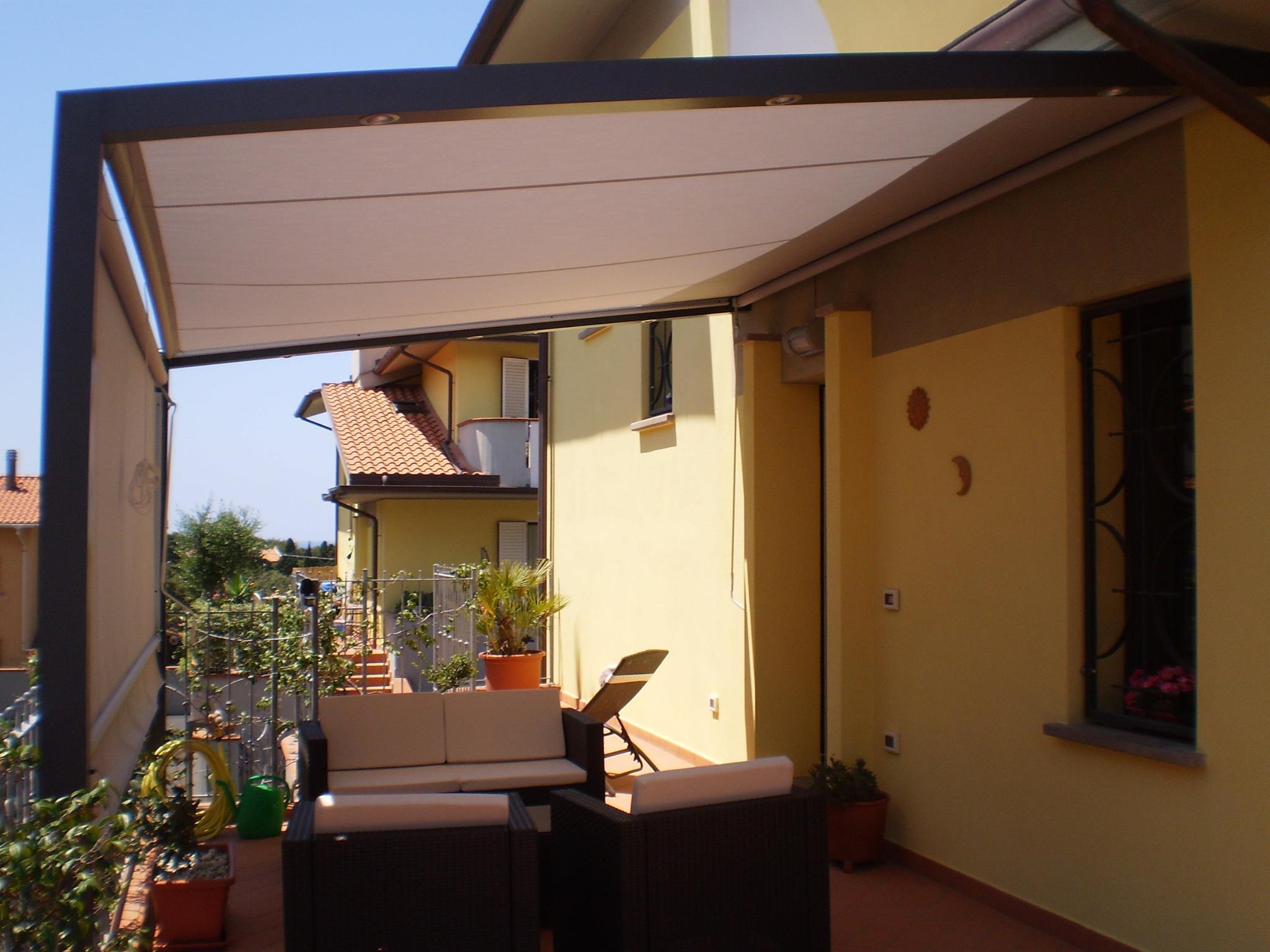 struttura da esterno con sistema illuminazione e scorrevoli in acrilico