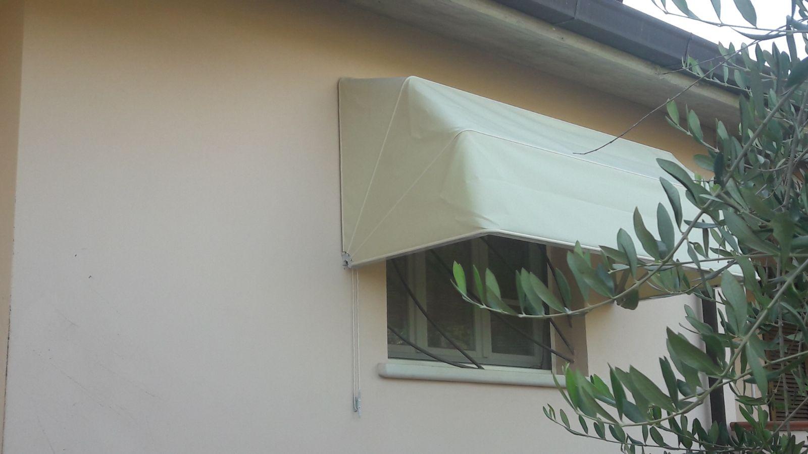 cappottina su misura per finestra