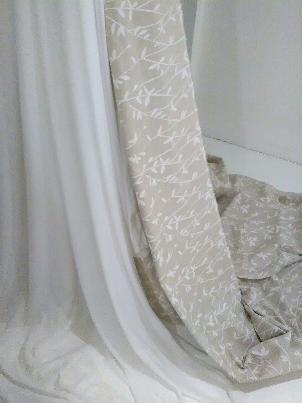 tessuto chiaro per tende da interni