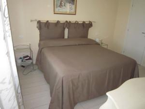 bastone da tenda usato come testata del letto e copriletto su misura <b>RIF: CA5</b>