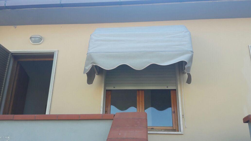 cappottina per finestra appartamento