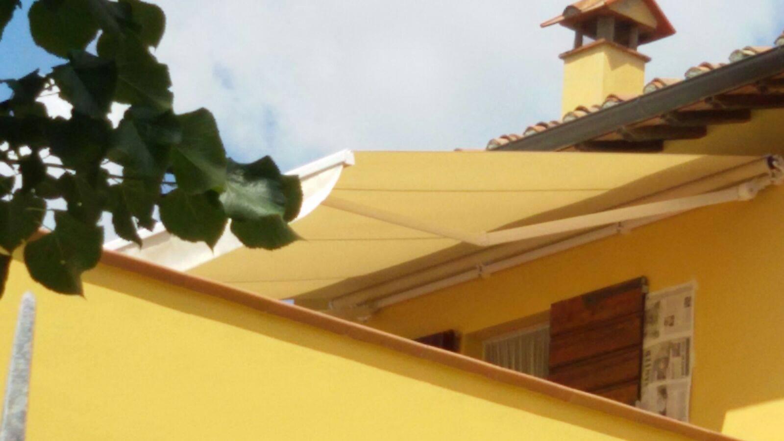 tenda a bracci con sensori per il vento a guardistallo