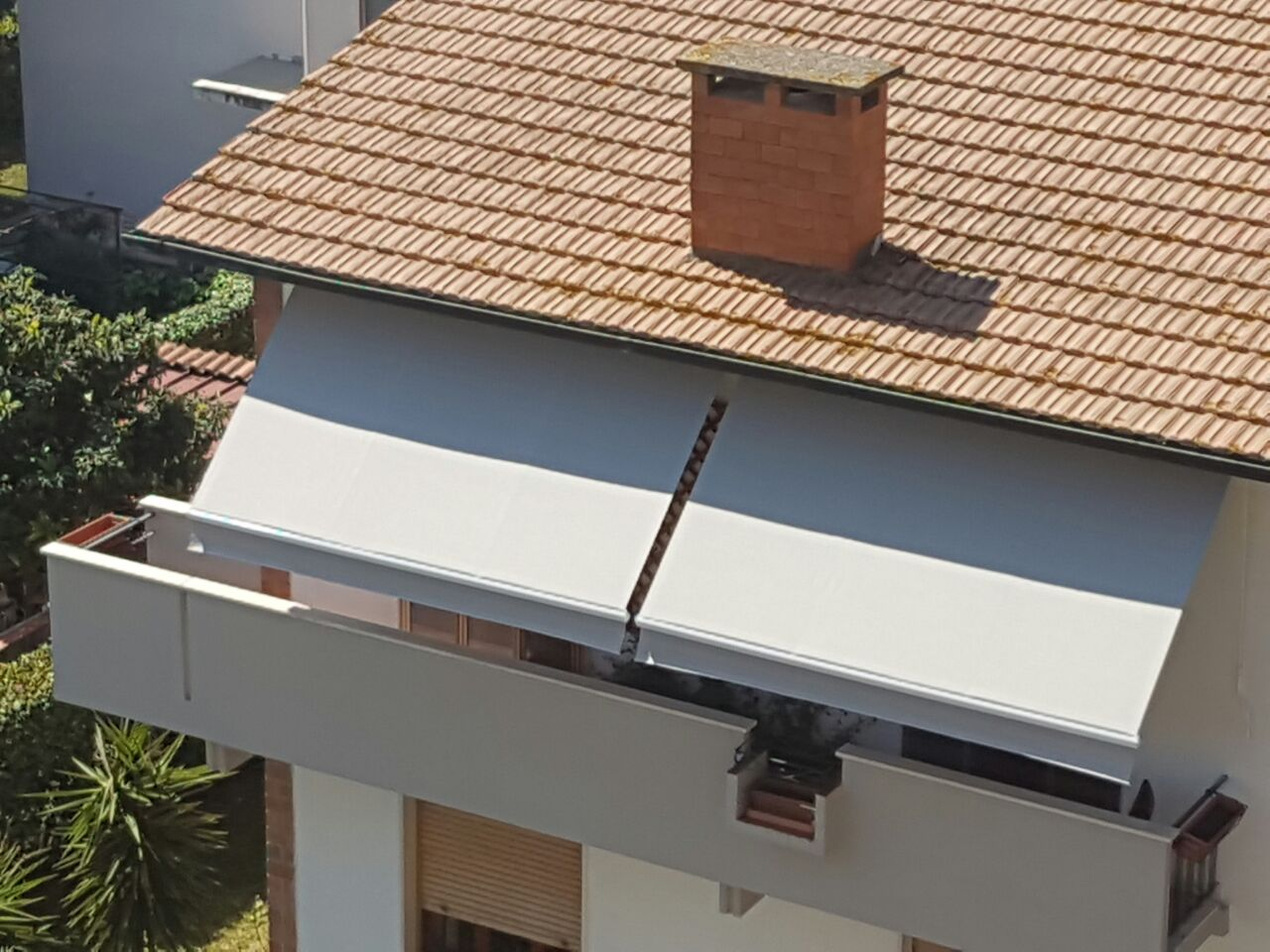 tenda a braccio su balcone con inclinazione personalizzata