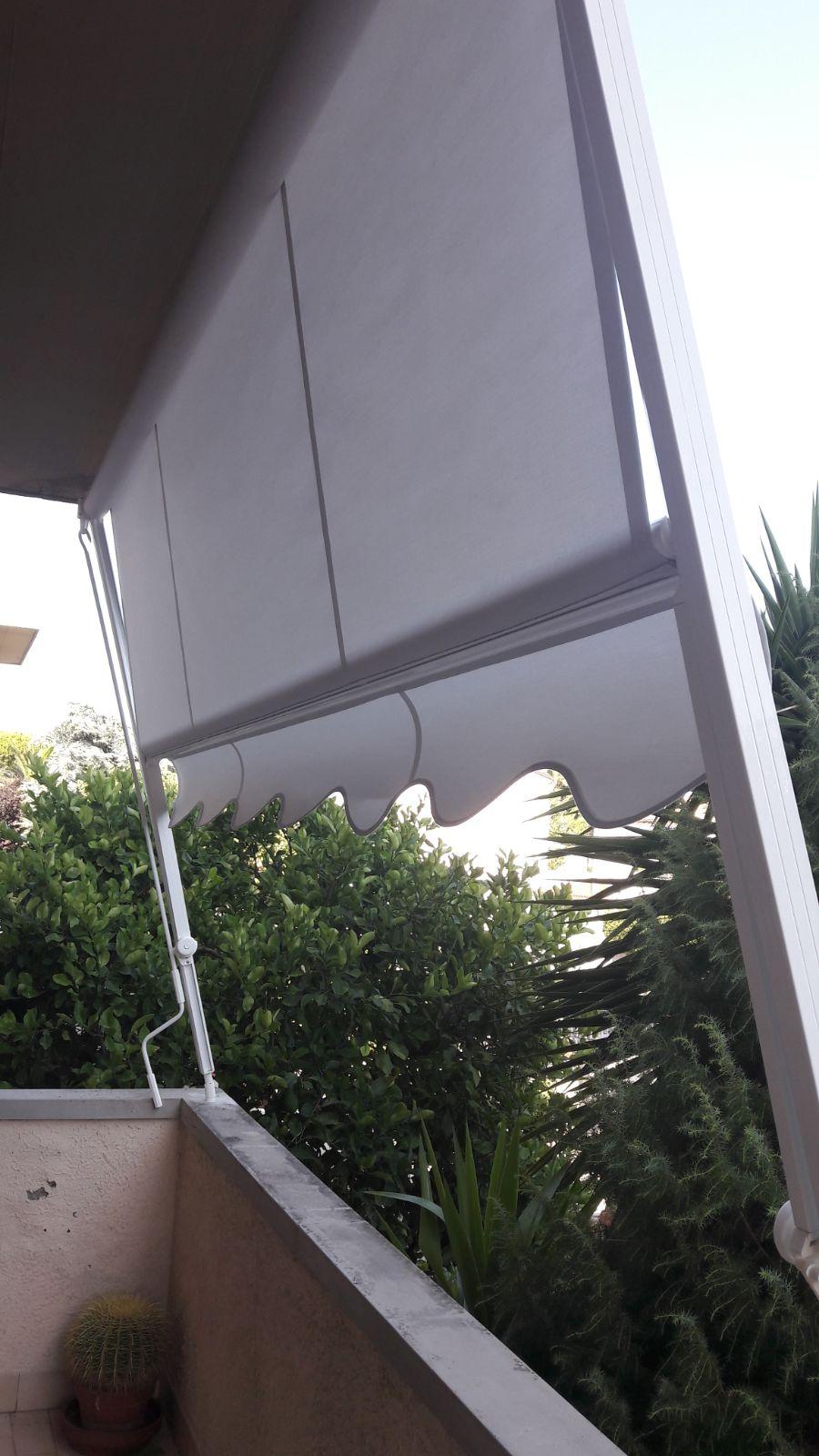 tenda a caduta bianca con braccetti
