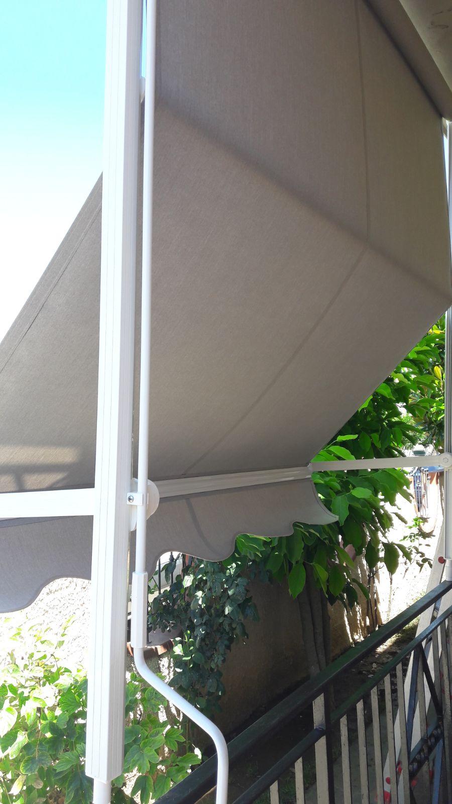 tenda a caduta bianca per balcone