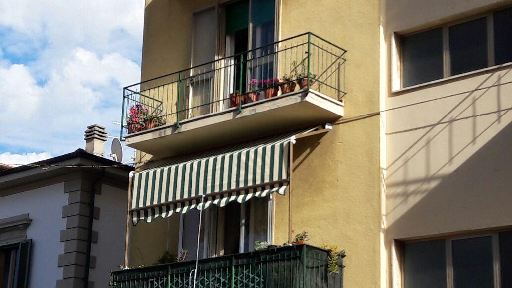 tenda a capanno a righe per balcone