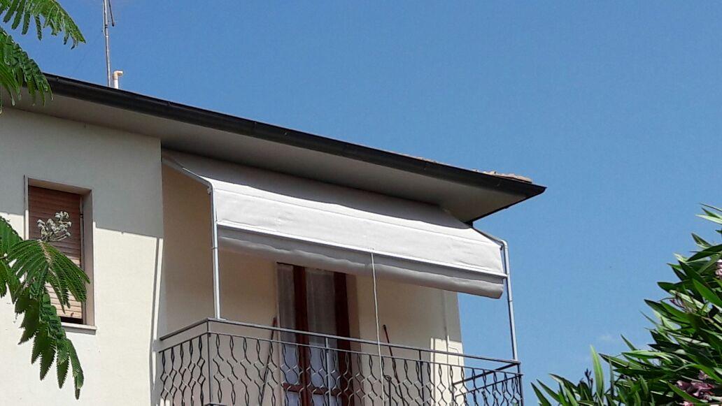 tenda a capanno a tinta unica per terrazzo