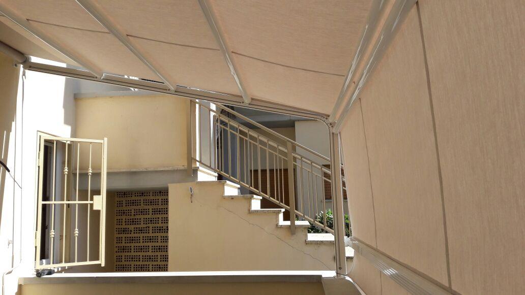 tenda a capanno per balcone piano terra vista interna