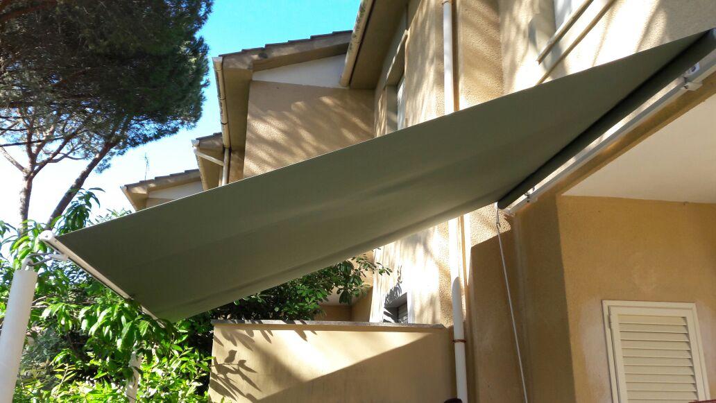 tenda a vela per copertura giradino appartamento