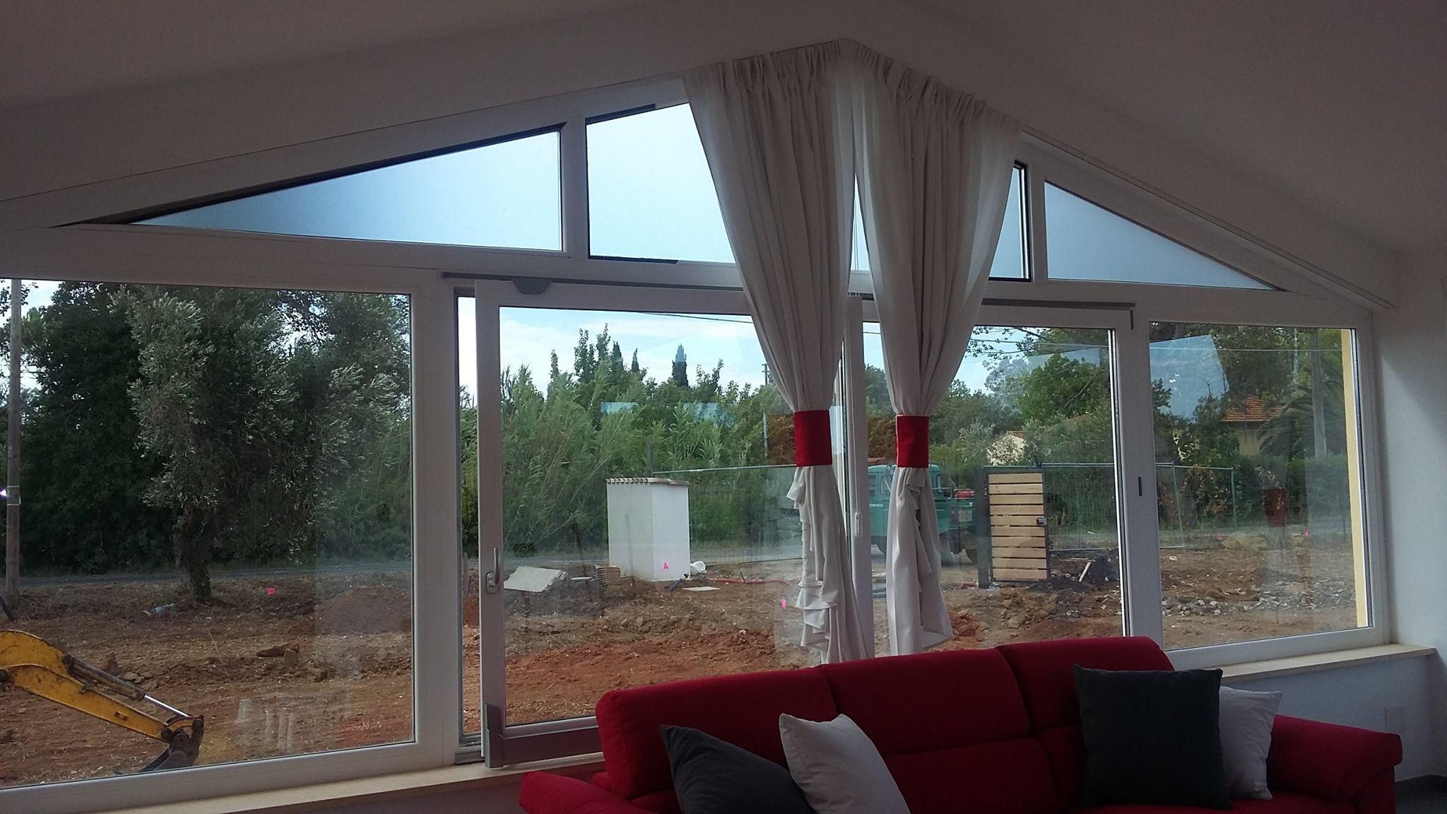 Tende da interni a binario idee per il design della casa - Binari per tende da esterno ...