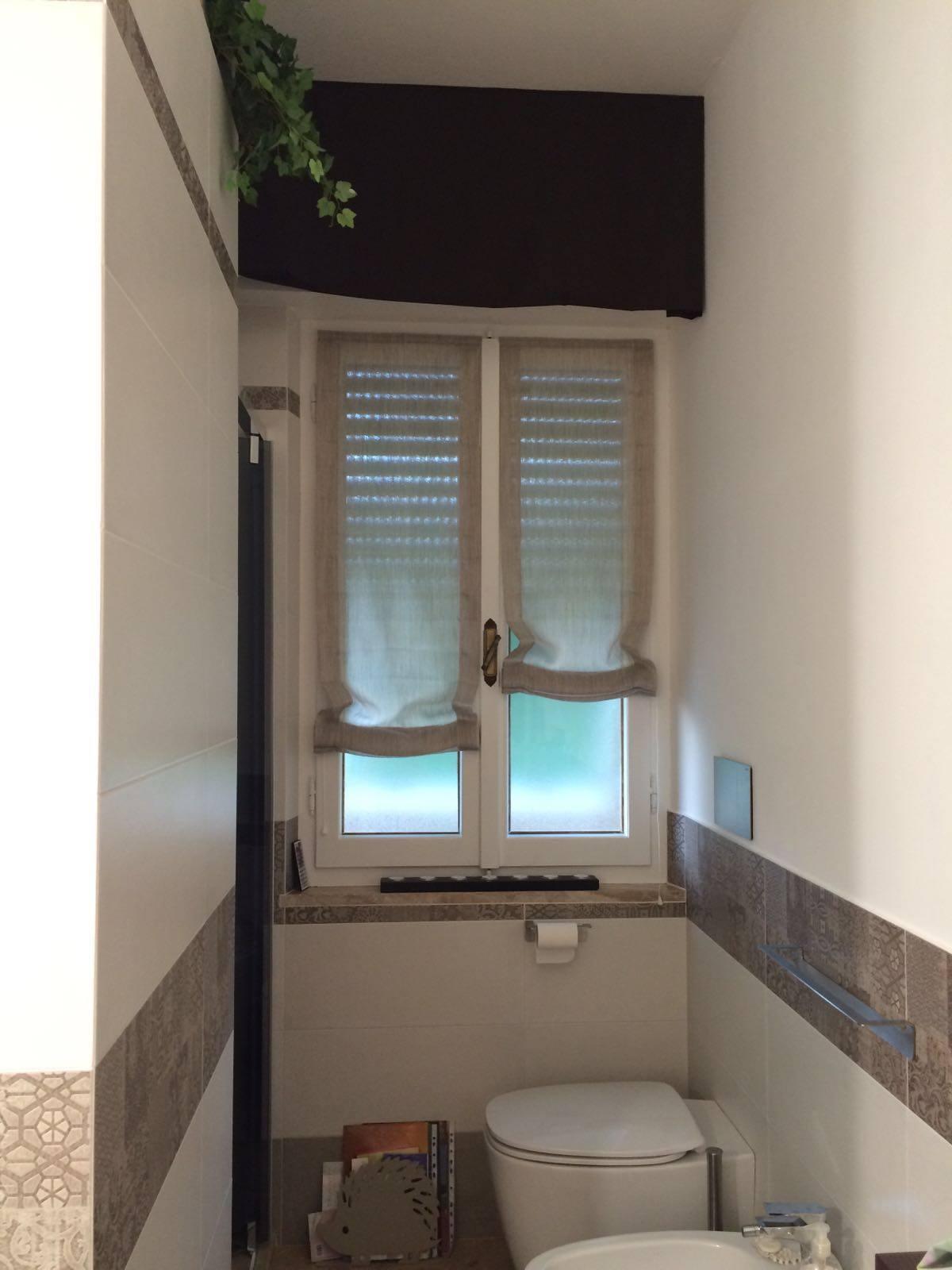 Tende per interni su misura e senza intermediari gani tende for Tenda bagno finestra