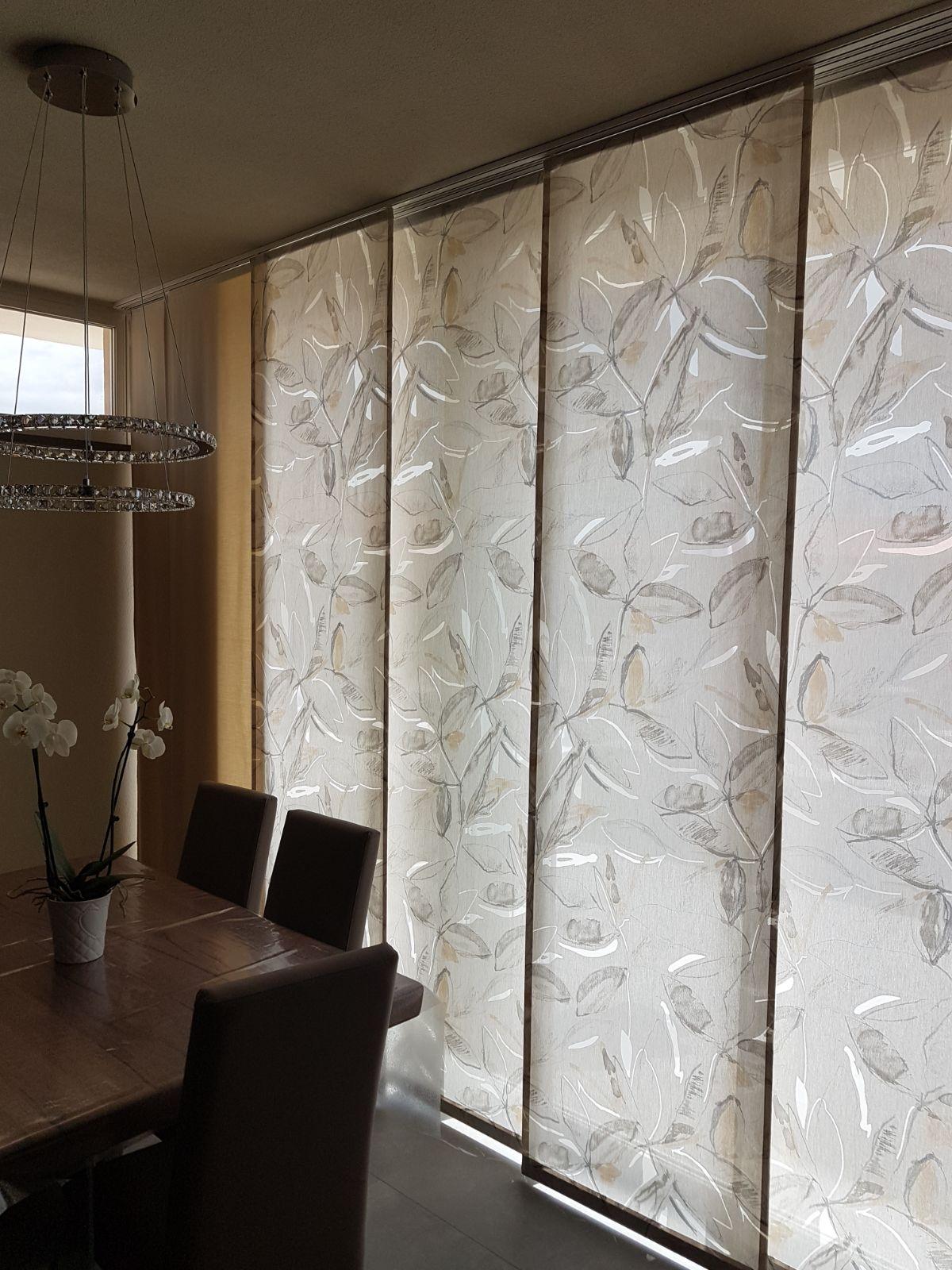 tende a pannelli con 2 tipologie di tessuto, uno più pesante per privacy ed uno leggero con per filtro luce