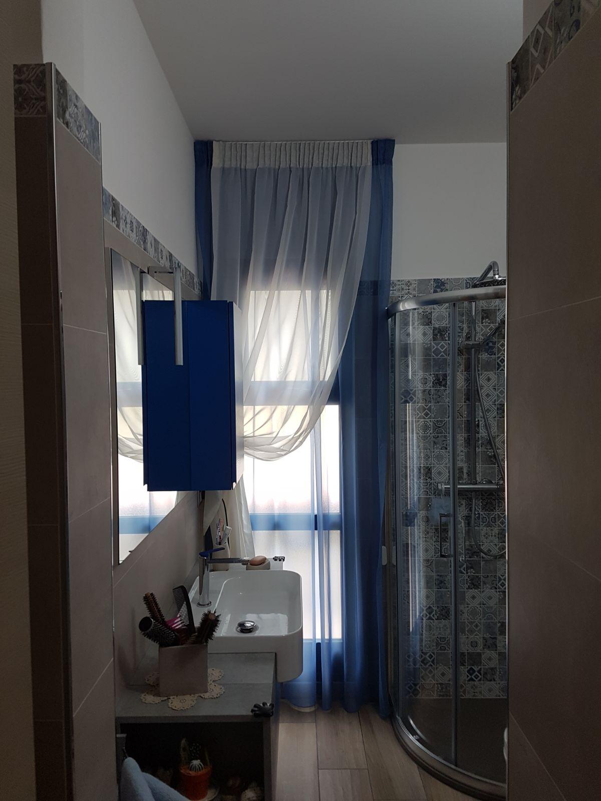 Tende per interni finestre piccole tende da interni - Tende bagno moderne ...