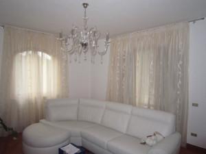 Tende per interni bianche eleganti per sala rif tc293 for Tende moderne per sala