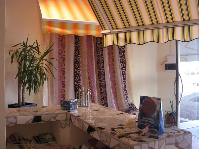 showroom di tende, strutture da esterni e tessuti da interni a San Vincenzo