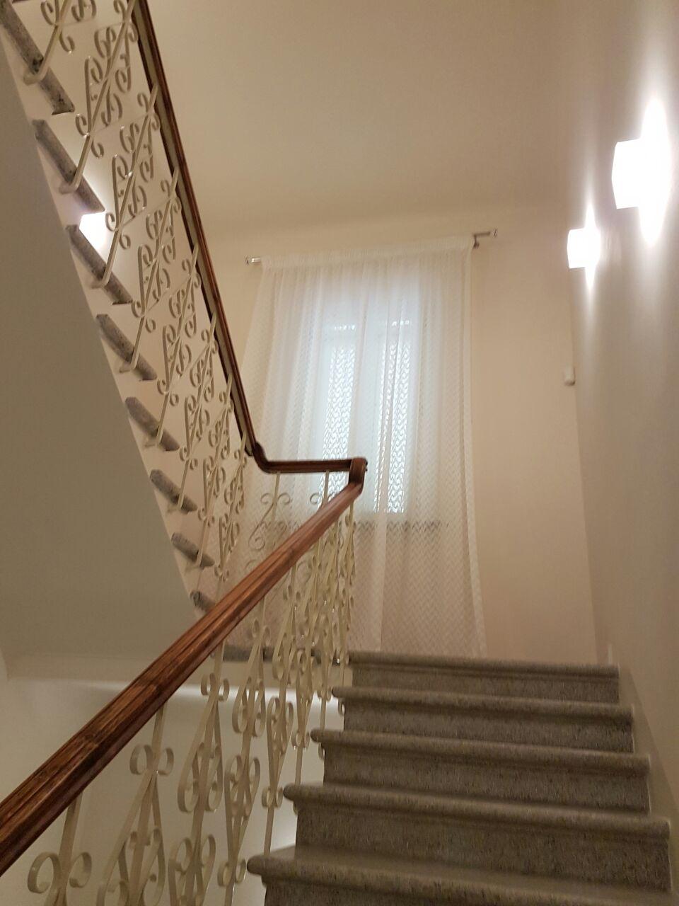 Tende per interni su misura e senza intermediari gani tende - Finestre per scale ...