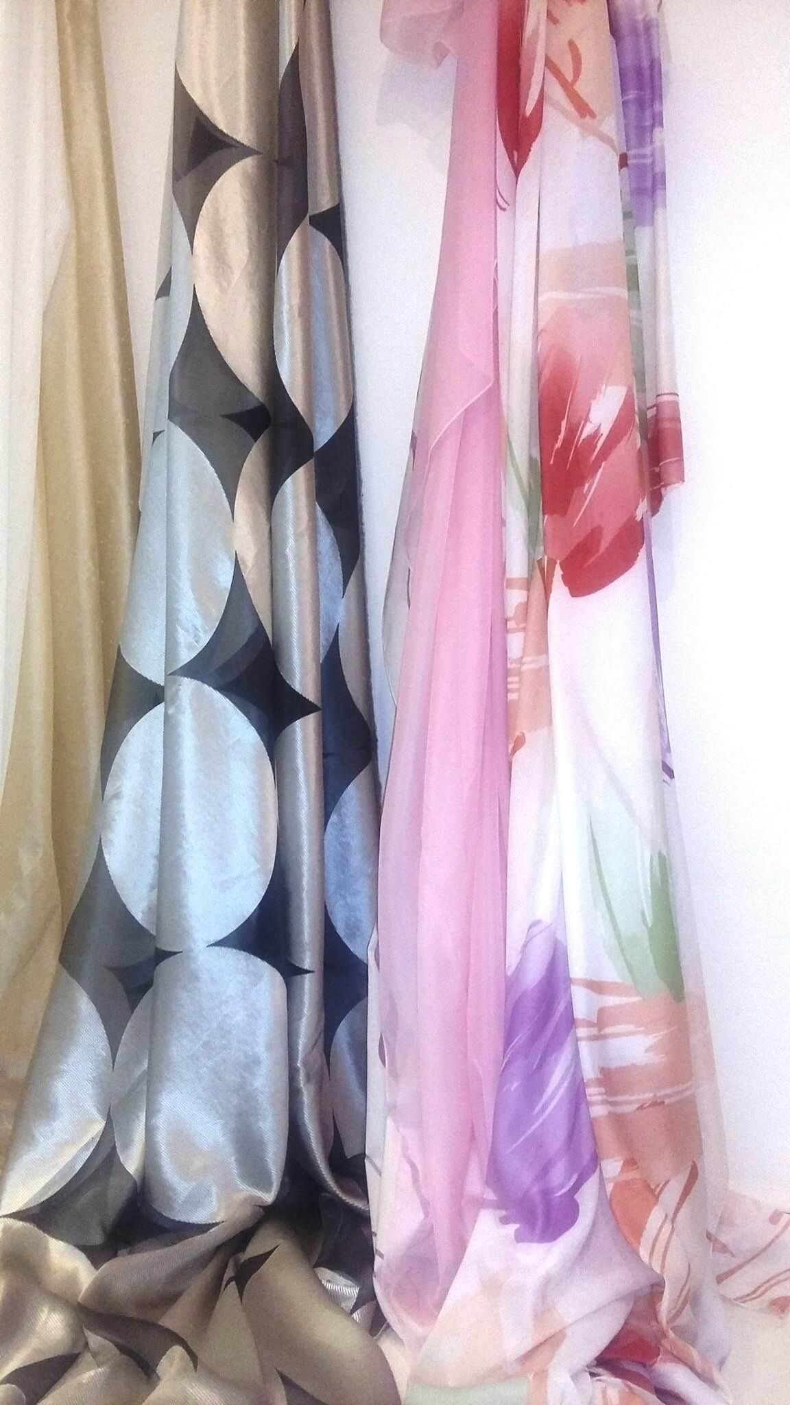 tessuti colorati di lino e di organza a Cecina