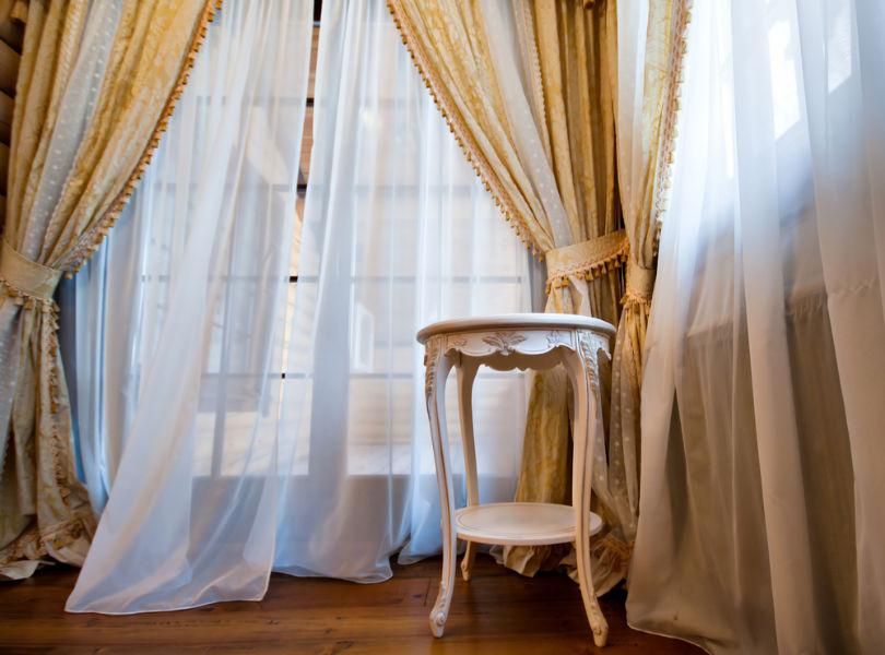 Tende arricciate classiche la guida gani tende - Tende eleganti per camera da letto ...