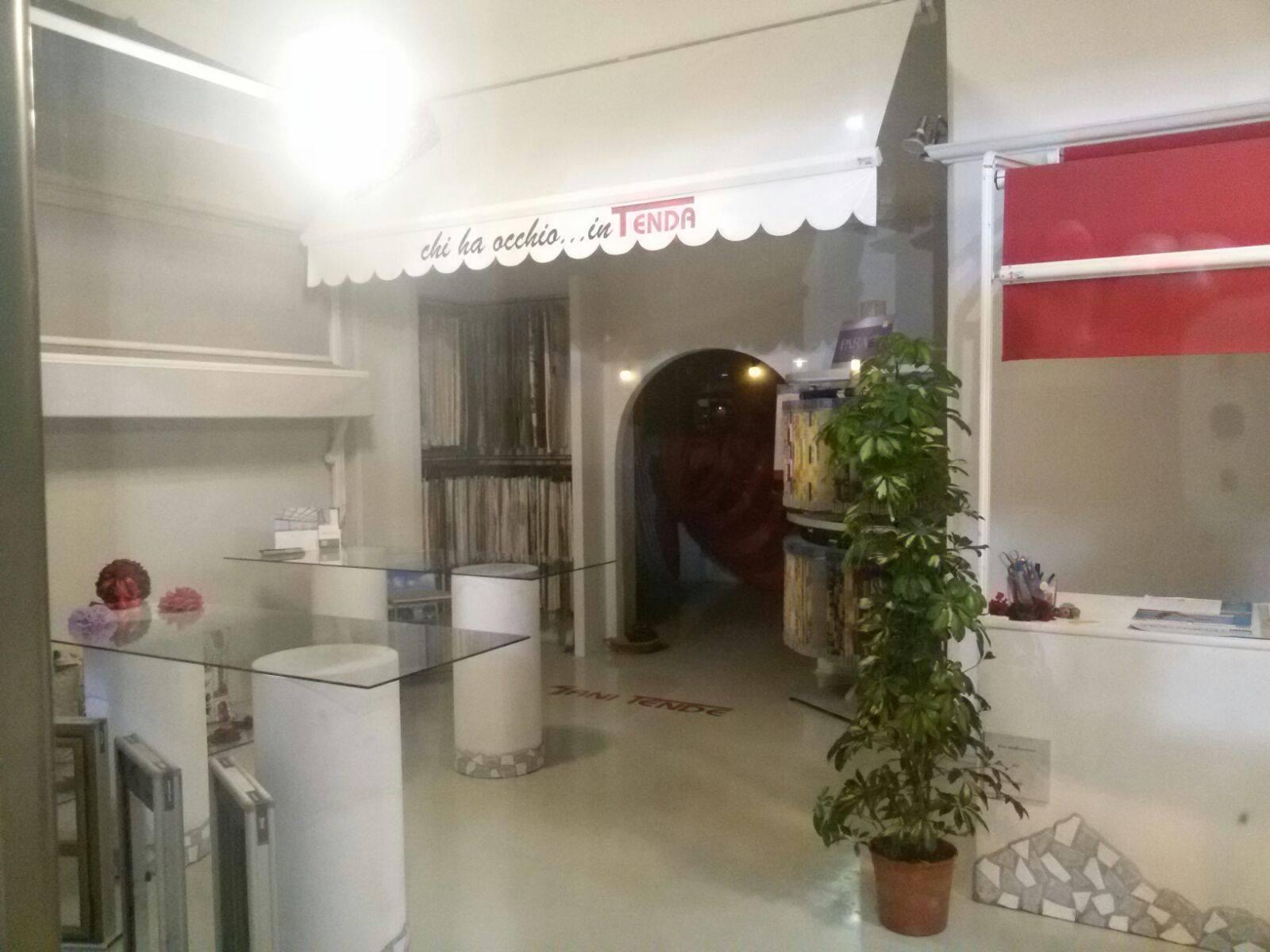 showroom di tende, strutture da esterni e tessuti per interni a Piombino