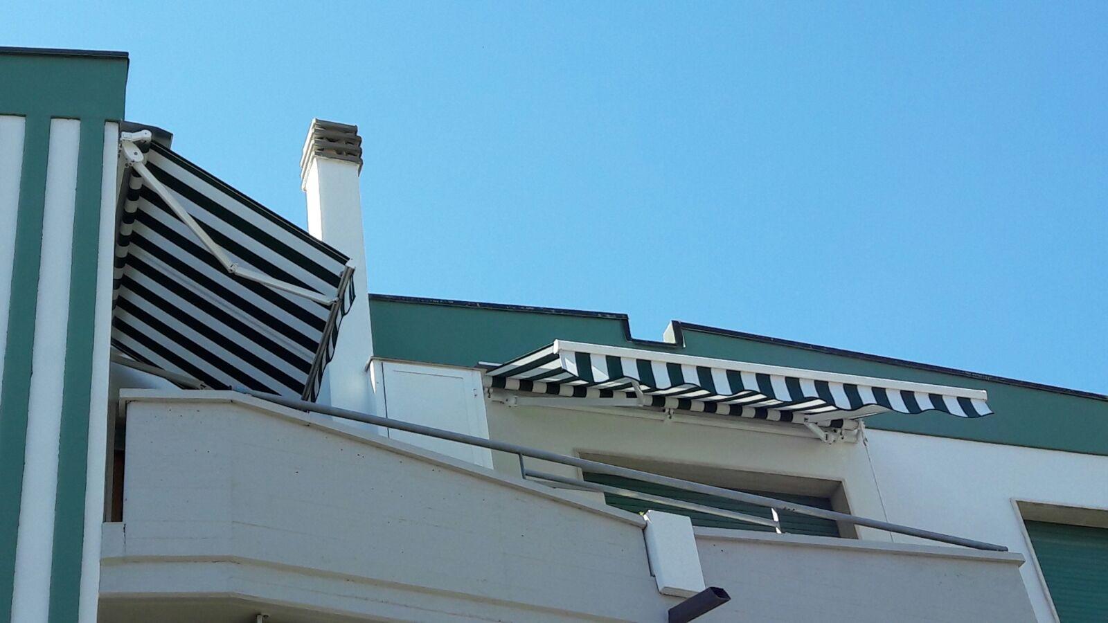 tende a bracci a righe classiche per balcone