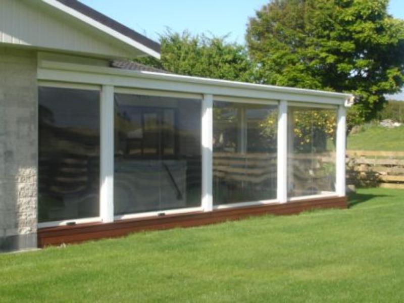 chiusura in pvc bianco per veranda