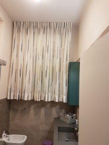 tende arricciate corte moderne, con orlo per bagno <b>RIF: TC428</b>