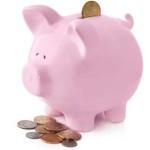 salvadanaio a maialino rosa con monete