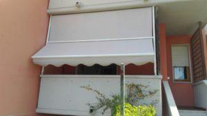 tenda a caduta con guide laterali e braccetti per terrazzo appartamento RIF: TS11