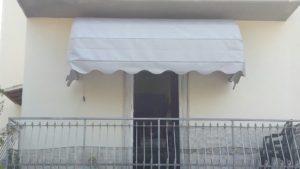 tenda a cappottina bianca per balcone RIF: TS75