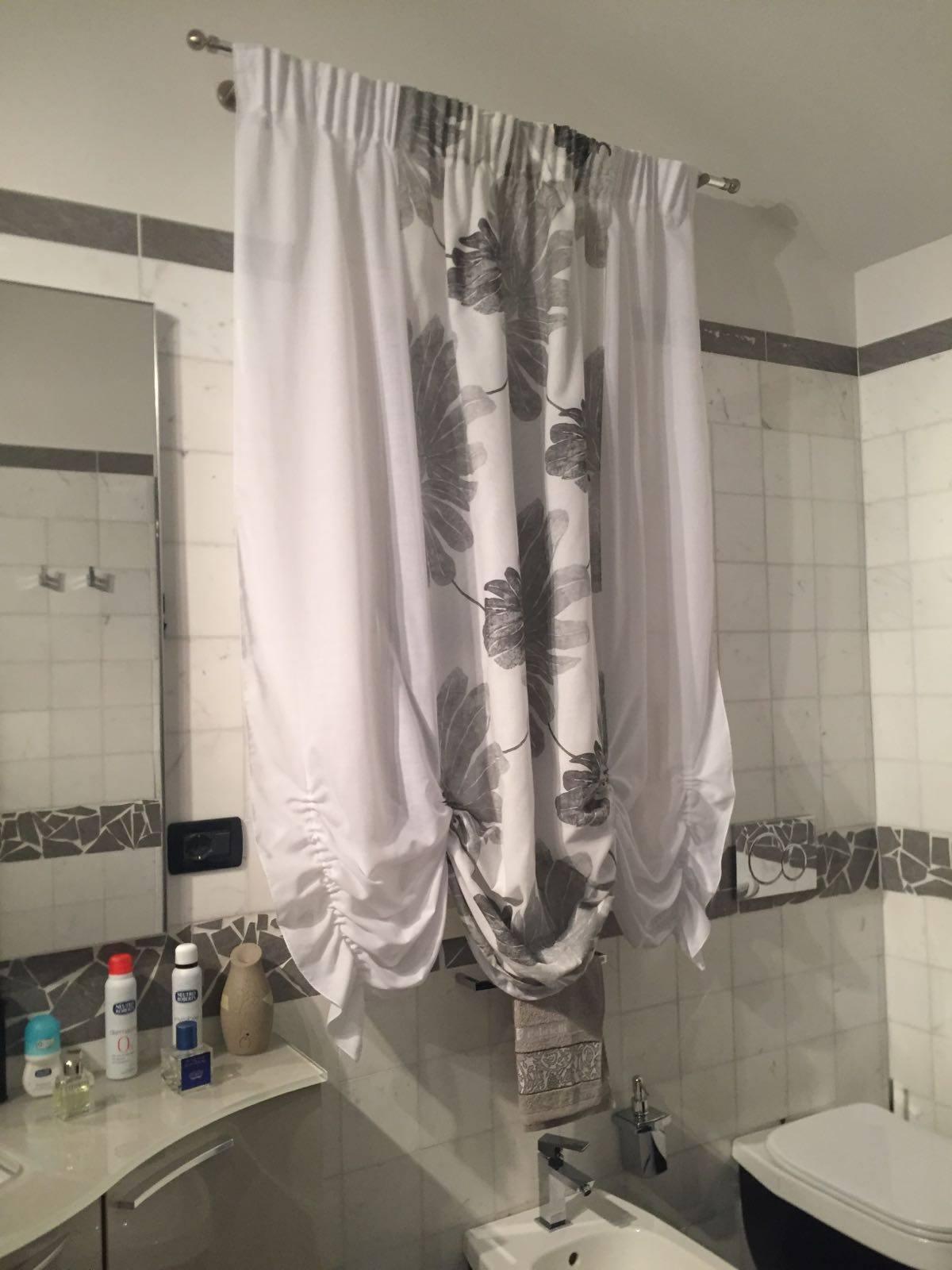 Tende per finestre del bagno: i modelli che lo trasformeranno | Gani