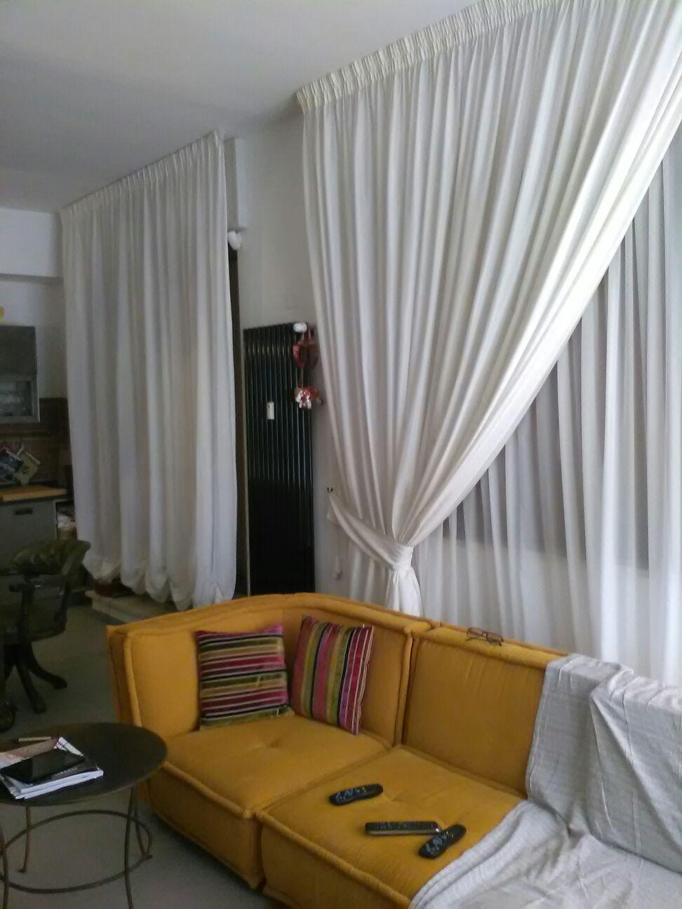 Come scegliere il colore delle tende gani for Tende a vetro salotto