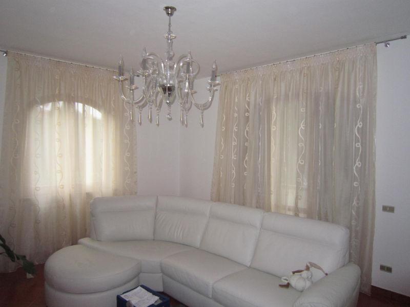 Tende per salotto e cucina: tenda trasparente con occhielli da cm