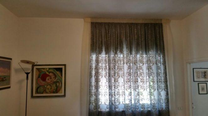tende doppie con 2 tessuti insieme montate su un unico binario