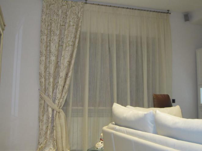 doppia tenda con sottotenda color bianco panna e calata panna con fantasia beige