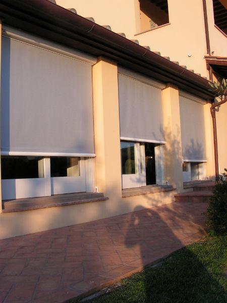 Tende per negozi esterne e interne la mini guida di gani - Tende per finestre da interno ...