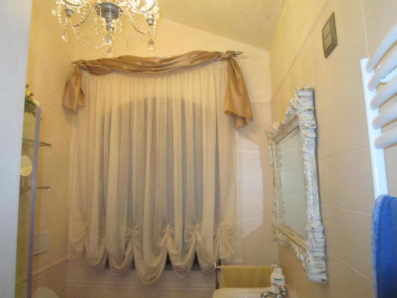 Tende per finestre del bagno i modelli migliori gani