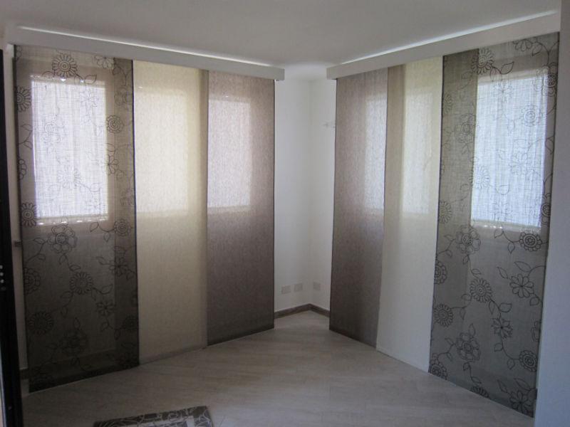 Tende a pannelli moderne pratiche e versatili gani for Tipi di tende da interno