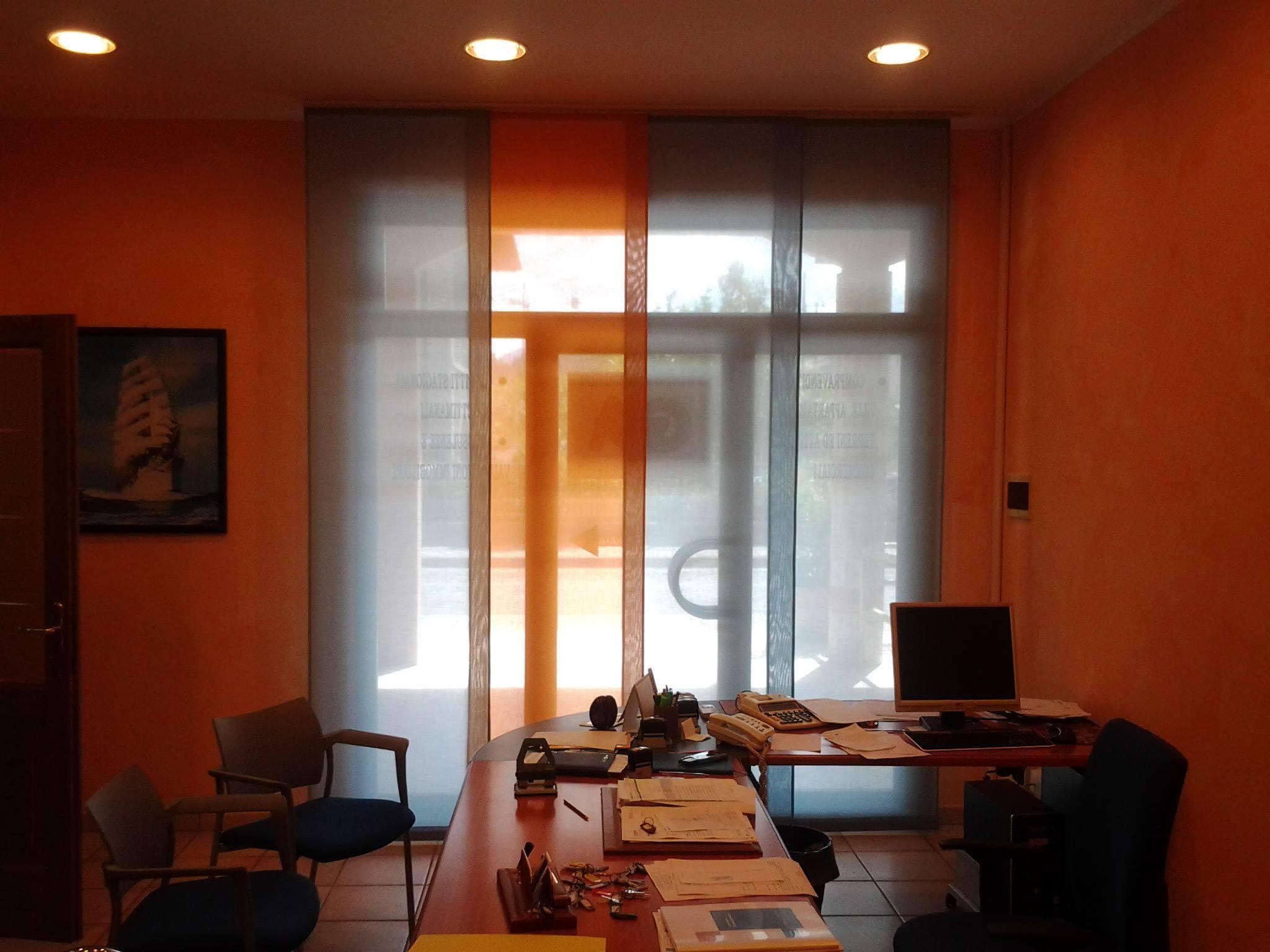 Tende Per Ufficio A Pannelli : Tende da ufficio modelli tessuti caratteristiche tecniche gani
