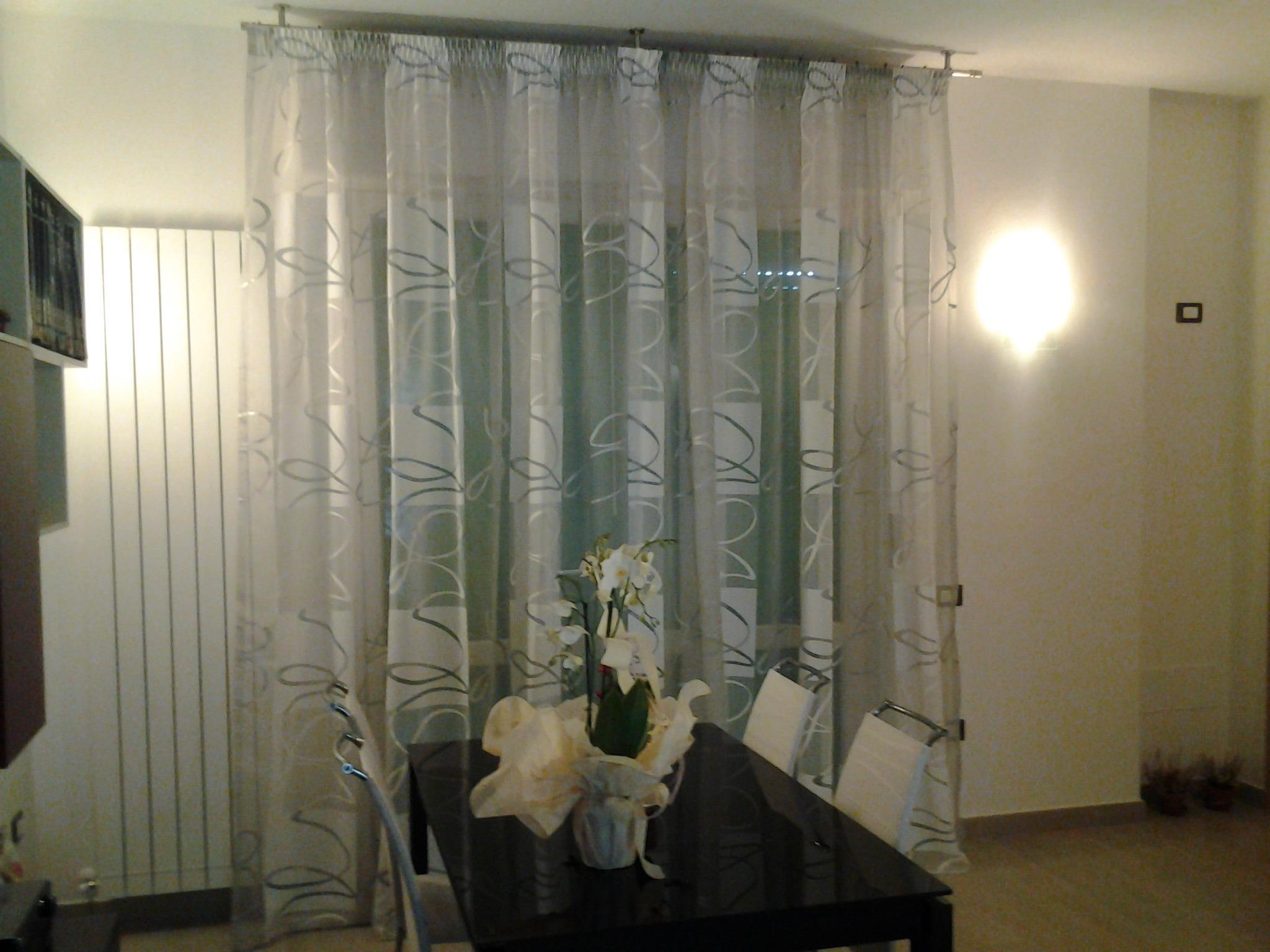 Scegliere le tende da interni 7 cose da sapere gani tende - Tende per soggiorno classico ...