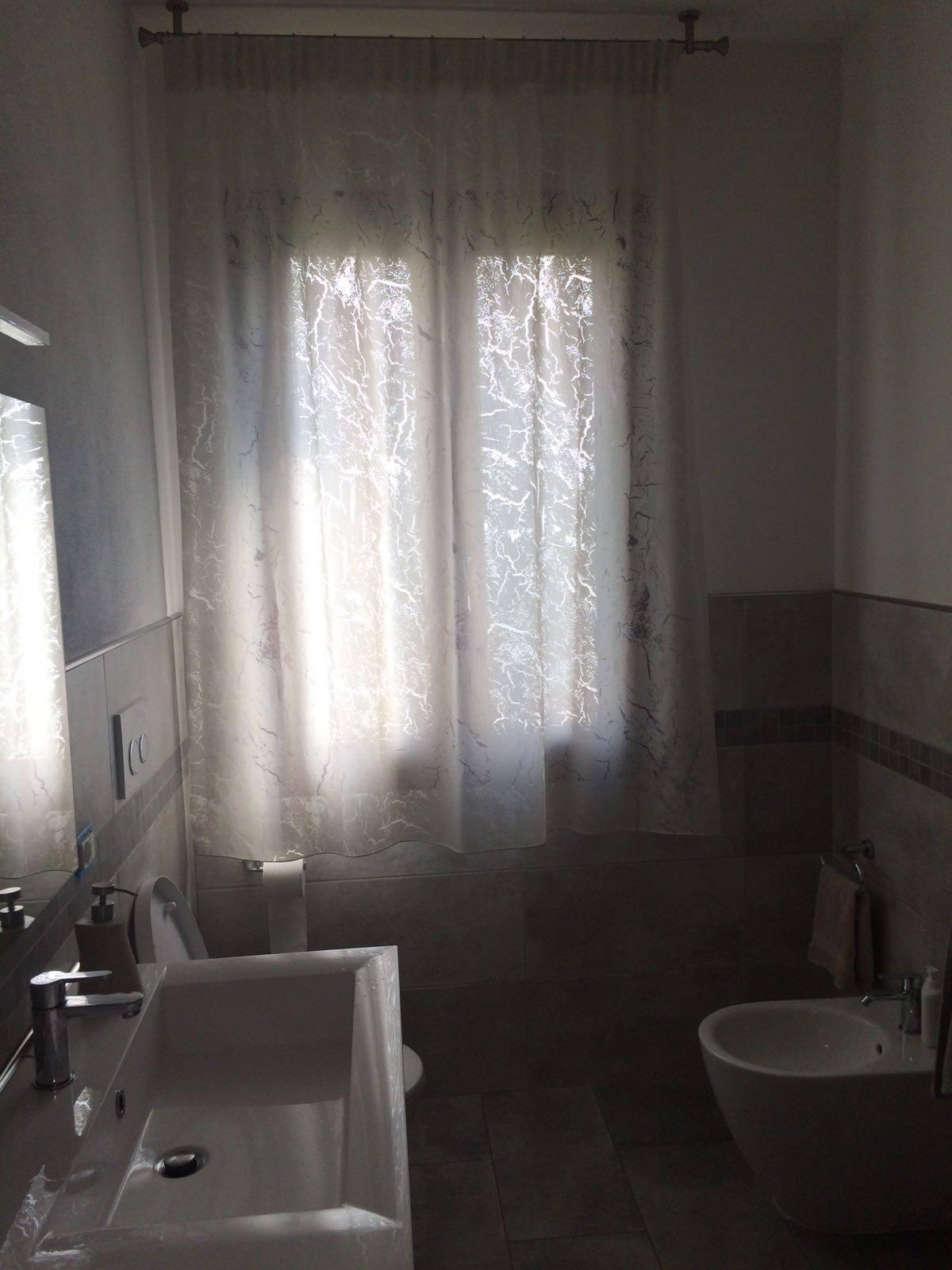 Tende per finestre del bagno i modelli che lo - Tende per finestre da bagno ...