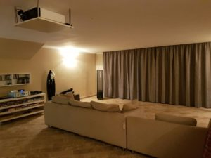 tende su binari installate a soffitto per schermo home theatre <b>RIF: TC98</b>