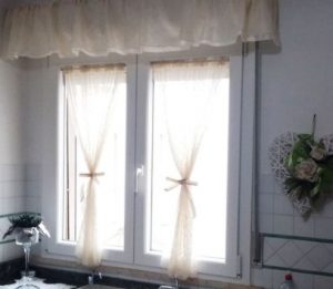 tendine a vetro con mantovana arricciata
