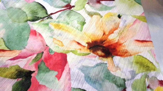 tessuto per rivestimento o tende con fantasia fiori e colori