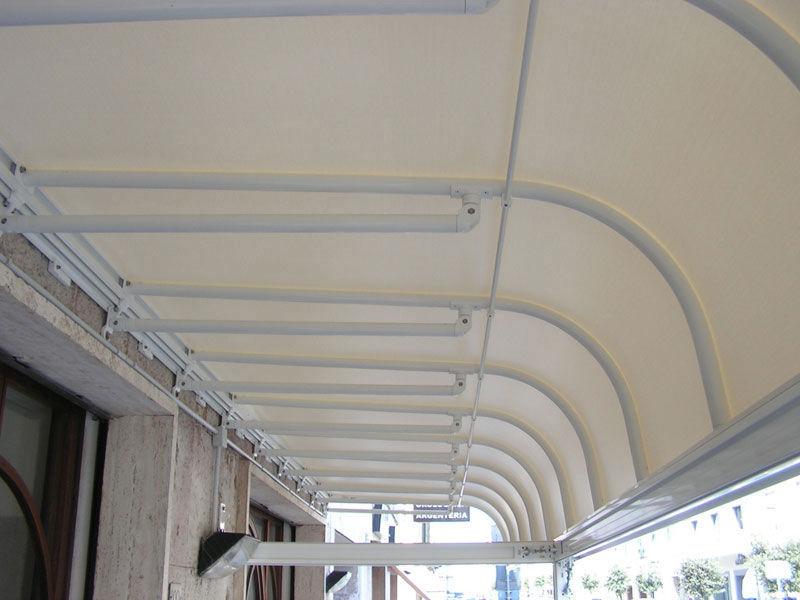 tenda in PVC modello a parentesi fissa <b>RIF: TS272</b>