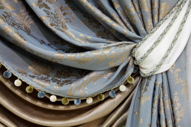 esempio di tende in broccato con fermatenda da fashionhouse