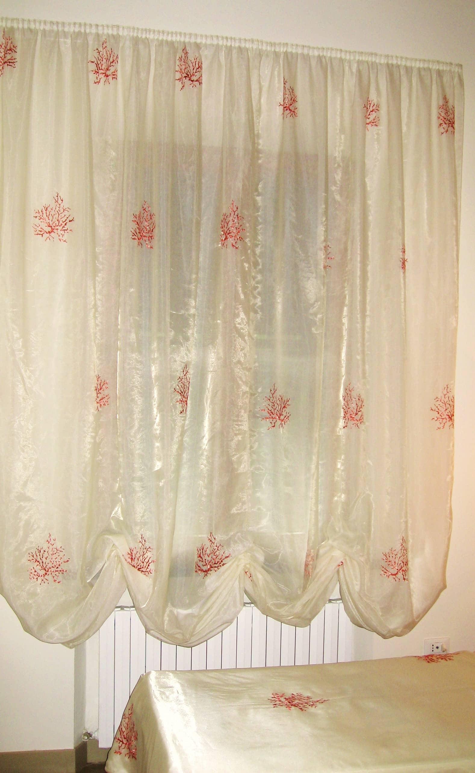 Come scegliere il colore delle tende gani for Tende lilla glicine