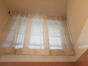 tende per finestra bagno di attività commerciale