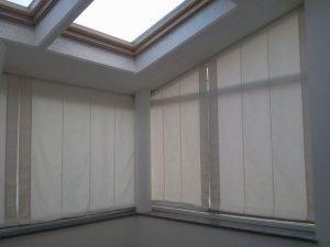 tenda filtrante schermante su vetrata obliqua
